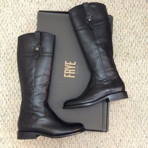 🆕 FRYE black leather tall knee high zip boots- 9